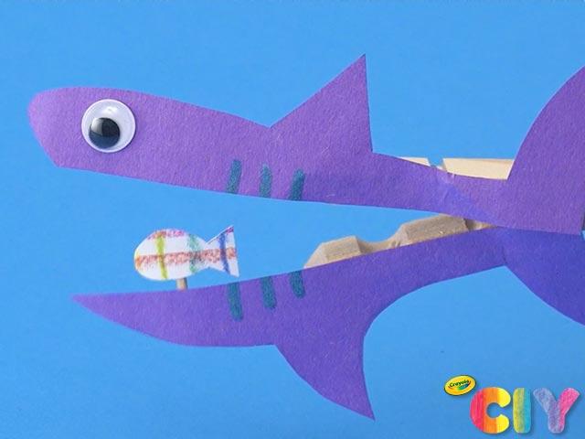 Chomping-Shark-Puppet-Crayola-CIY_Visual-Step-10