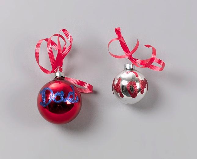 Christmas Sparkling Ornaments Craft | crayola.com