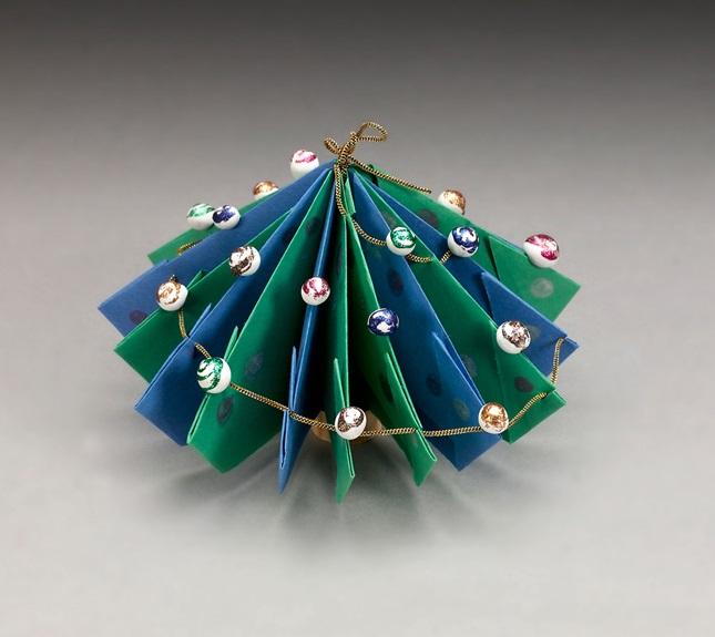 Christmas Tree Centerpiece Craft | crayola.com