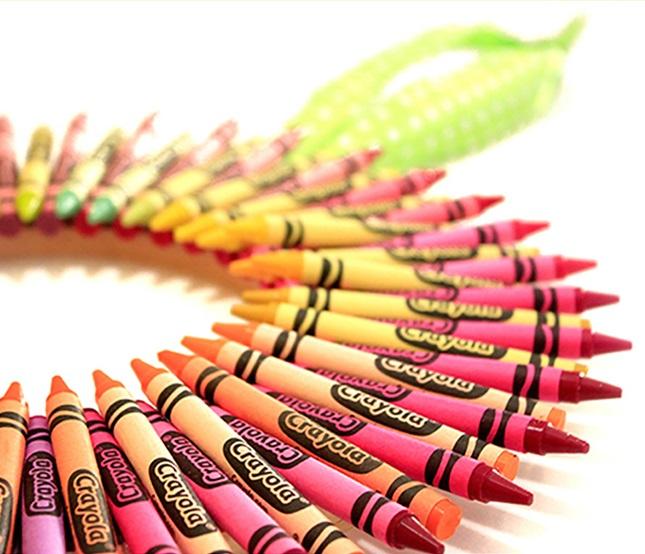 Crayola Crayon Wreath Craft | crayola.com