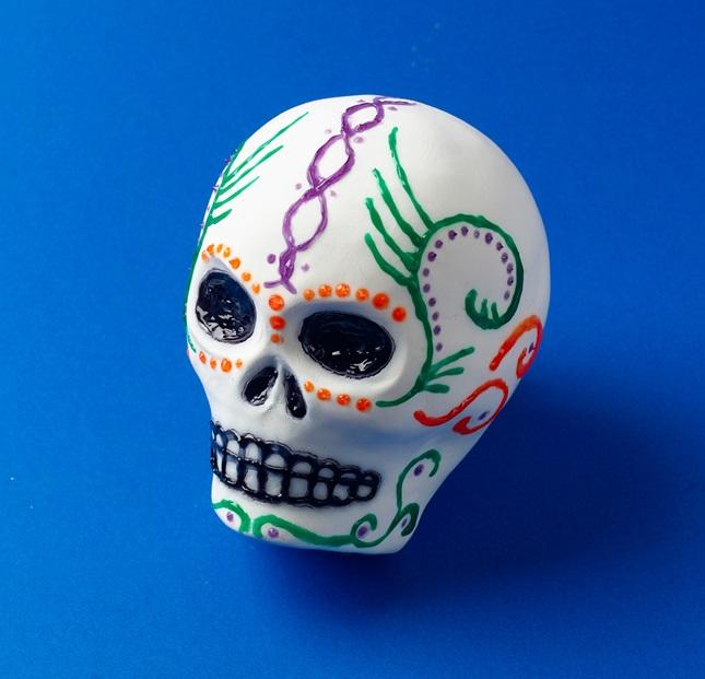 Sugar Skulls for Dia de los Muertos | crayola.com